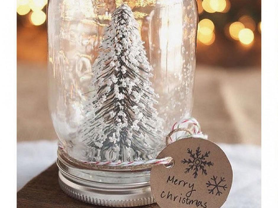 Festeggiare Natale con un tocco di originalità: 5 idee per alberi di Natale fai da te