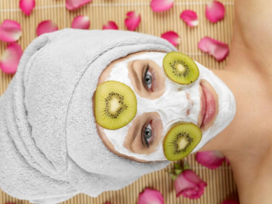 3 maschere per rimuovere dal viso i segni delle giornate di studio in vista di Capodanno