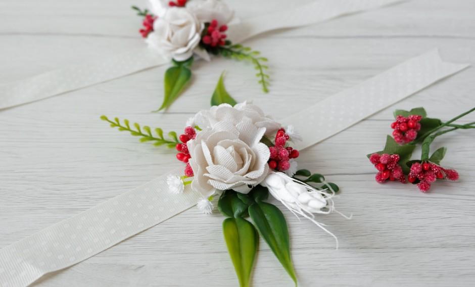 Corsage da polso. DIY braccialetti floreali per le damigelle